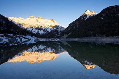 Photograph - Lac D'oredon In A Winter Morning by Stephen Taylor