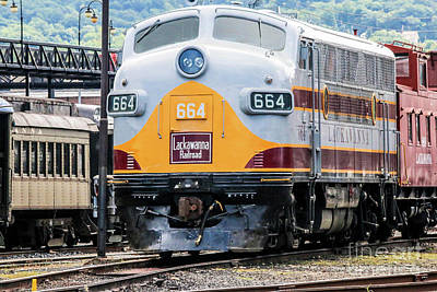 504 Photograph - Lackawanna Railroad 664 Diesel  by William Rogers