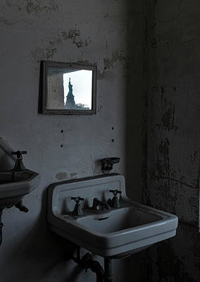 Photograph - Lady Liberty In The Mirror by Tom Singleton