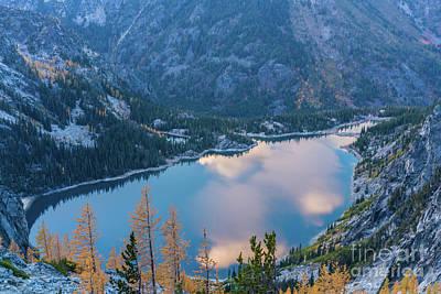 Photograph - Lake Colchuck Autumn Beauty by Mike Reid