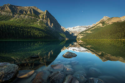 Photograph - Lake Louise Sunrise by Jay Moore