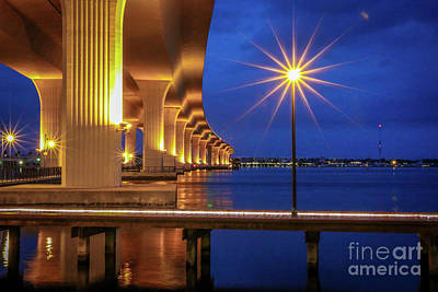 St. Lucie River Photograph - Lamppost Starburst by Tom Claud