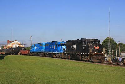 Photograph - Lancaster Chester Gp40-2l 9548 E by Joseph C Hinson Photography