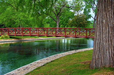 Photograph - Landa Park Bridge by Kelly Wade