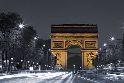 Larc De Triomphe By Night Print by Simon Kayne