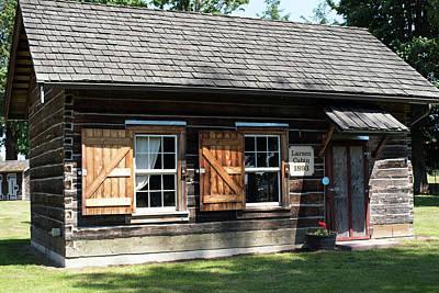 Photograph - Larsen Cabin At Pioneer Village by Tom Cochran