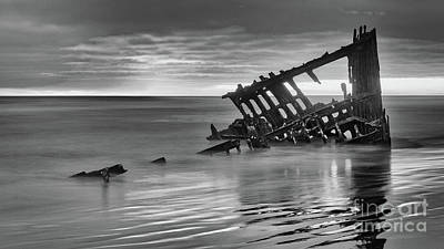 Peter Iredale Photograph - Last Light At The Peter Iredale Bw by Jerry Fornarotto