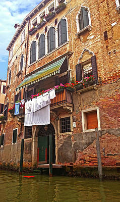 Photograph - Laundry Drying In Venice by Anne Kotan