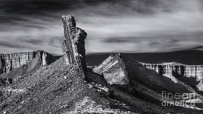 Photograph - Lava Dyke by Erik Poppke