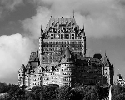 Traditionell Photograph - Le Chateau Frontenac - Quebec City by Juergen Weiss