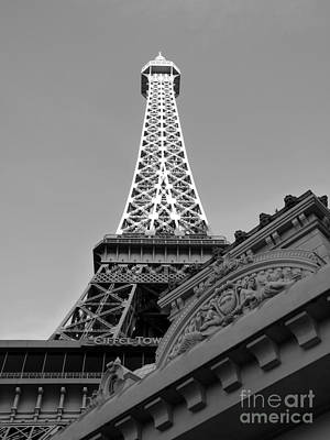 Photograph - Le Eiffel by David Bearden