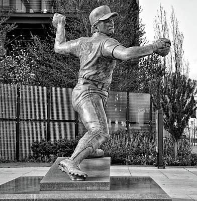 Lefty - Phillie Steve Carlton In Black And White Art Print by Bill Cannon