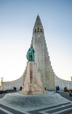 Photograph - Leif Ericsson Statue Hallgrimskirkja Reykjavik Iceland by Deborah Smolinske