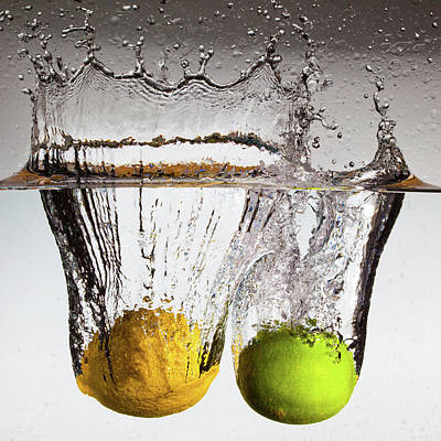 Water Splashing Photograph - Lemon Square by François Dorothé
