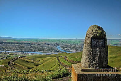 Lewiston Photograph - Lewiston Hill Memorial by Robert Bales
