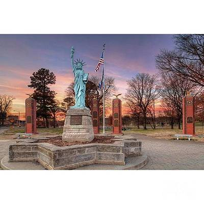 Restaurant Wall Art - Photograph - Liberty Corner Capaha Park Cape by Larry Braun