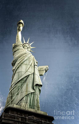 Things Photograph - Liberty Enlightening The World by Charles Dobbs