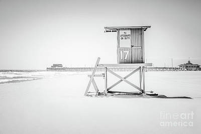 17th Photograph - Lifeguard Tower 17 And Newport Beach Pier by Paul Velgos