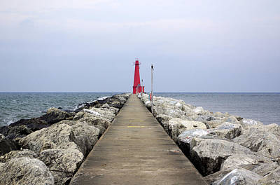 Muskegon Lighthouse Wall Art - Photograph - Light The Way by Linda Mishler