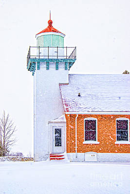 Photograph - Lighthouse Tower With Snow Falling In Door County 2028vt by Doug Berry