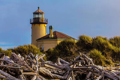 Coquille River Lighthouse Photograph - Lighthouse With Driftwood by Garry Gay