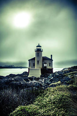 Coquille River Lighthouse Photograph - Lighthouse With Foggy Sun by Garry Gay