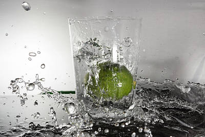Photograph - Lime Water by Prashant Meswani