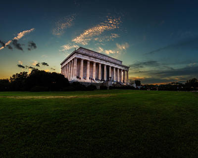Photograph - Lincoln Memorial At Dusk by Chris Bordeleau