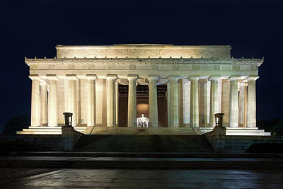 Lincoln Memorial Photograph - Lincoln Memorial At Twilight by Andrew Soundarajan