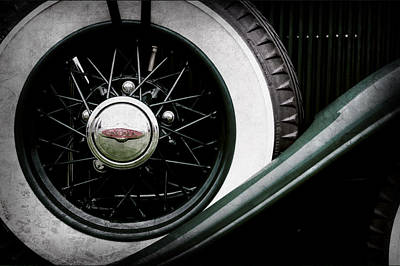 Lincoln Images Photograph - Lincoln Spare Tire Emblem -1842ac by Jill Reger