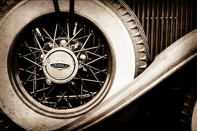 Lincoln Images Photograph - Lincoln Spare Tire Emblem -1842s by Jill Reger