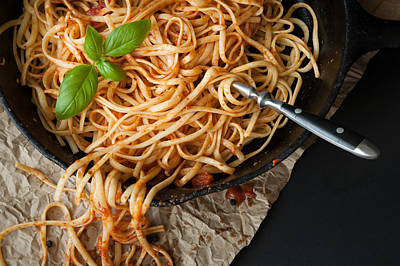 Linguine With Red Sauce And Fresh Basil In A Cast Iron Pan Print by Erin Cadigan