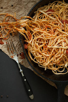 Linguine With Red Sauce In A Cast Iron Pan Print by Erin Cadigan