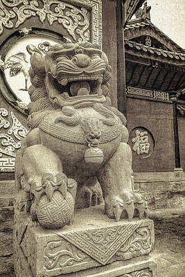 Photograph - Lion Statue by Maria Coulson