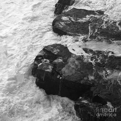 Photograph - Liquid Edge. 1 by Paul Davenport
