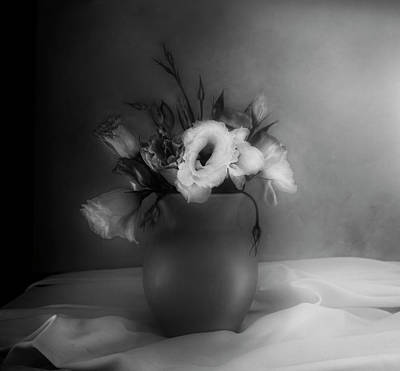 Photograph - Lisianthus Bouquet by Theresa Tahara