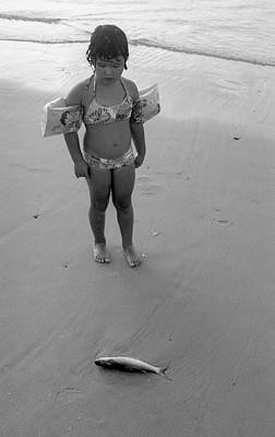 El Amor Photograph - Little Girl And A Fish by Kobi Amiel