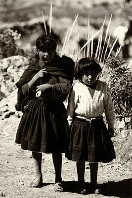 Photograph - Peruvian Girls by Amarildo Correa