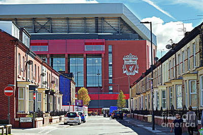 Liverpool Uk. 17th Sepember 2016. Terraced Houses Dwarfed By Liverpool Football Clubs New 114 Million Stand Art Print