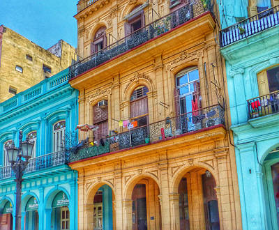 Photograph - Living In Old Havana by Connie Handscomb