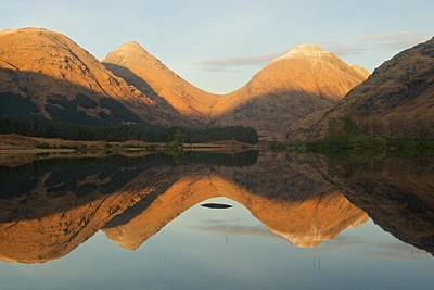 Photograph - Lochan Urr Sunset by Stephen Taylor