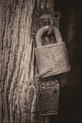 Black Photograph - Lock Hinge Chain by LeeAnn McLaneGoetz McLaneGoetzStudioLLCcom
