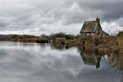 Photograph - Lock Keepers Cottage At Topsham by Pete Hemington