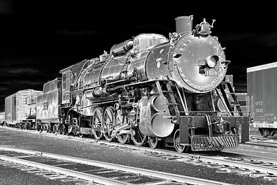 Photograph - Locomotive 1519 - Bw - Heavy Metal 01 by Pamela Critchlow