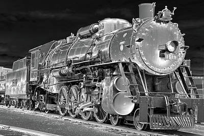 Photograph - Locomotive 1519 - Bw - Heavy Metal 03 by Pamela Critchlow