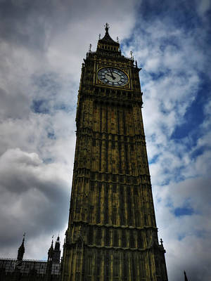 Photograph - London 006 by Lance Vaughn