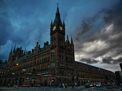 Photograph - London 011 by Lance Vaughn