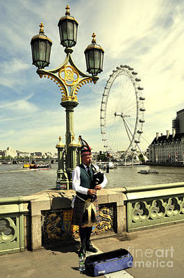 Photograph - London by Andrew Dinh
