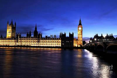 Photograph - London Beauty by John Rizzuto