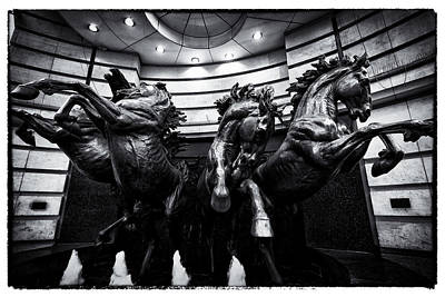 Photograph - London England- The Horses Of Helios by Russell Mancuso